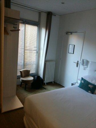 Hotel Colette: CHAMBRE 349 - bonne literie, mais peu d'espace