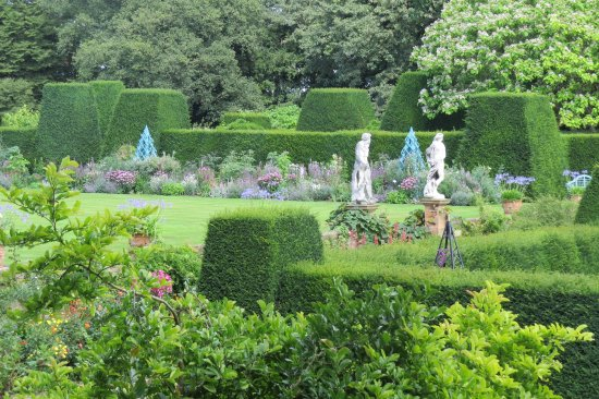 Renishaw, UK: Garden view