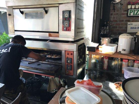 Pizza Del Sol : delicious. Best lamai pizza!!!!!