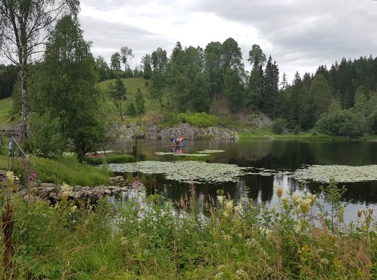 Amot Municipality, Norwegen: Walk back down to the Cobalt Museum and take the pulley float across the lake.