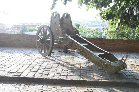Museum of Military History (Hadtorteneti Muzeum): di fronte
