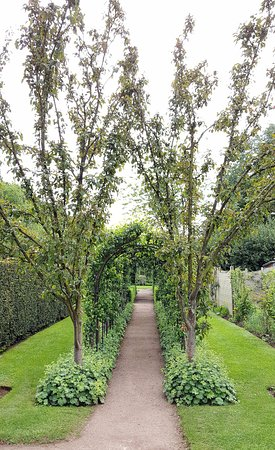 Barnsdale Gardens: The Apple Arch
