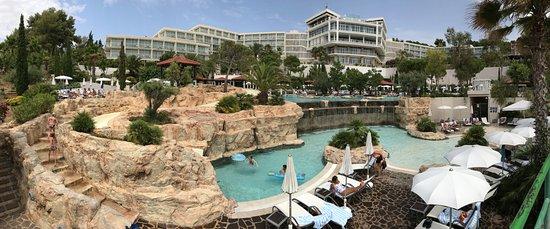 Amfora Hvar Grand Beach Resort : Vy från strandpromenaden