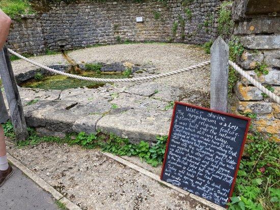 Yanworth, UK: Water Shrine