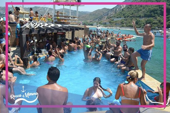 Rocca Marina: Dance like crazy by the pool