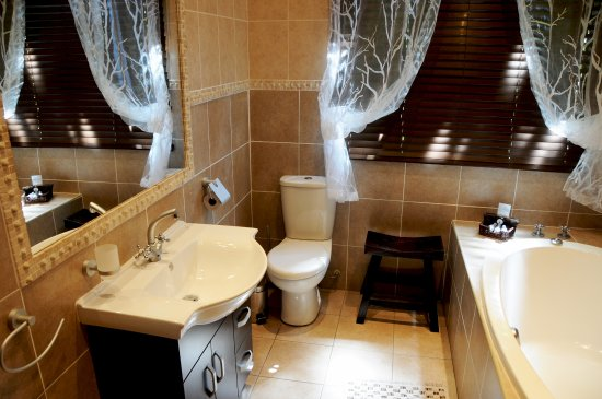 Benoni, Νότια Αφρική: The Palms Luxury Room Bathroom