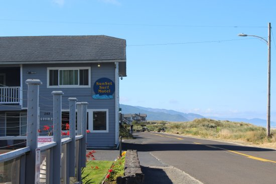 Manzanita, OR: Only had to cross the street to be on the beach