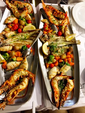 Mariscaria: Two mixed grilled seafood platters for 4 people