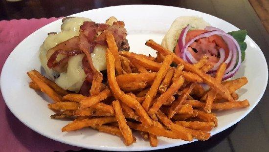 Seneca Falls, NY: Dewey burger
