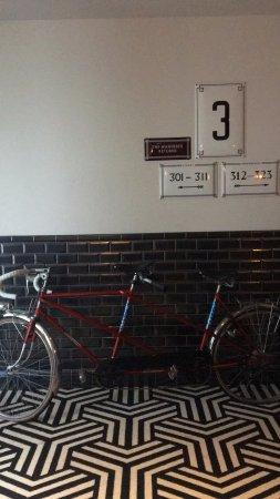 The Hoxton, Amsterdam: uscita dell'ascensore al terzo piano