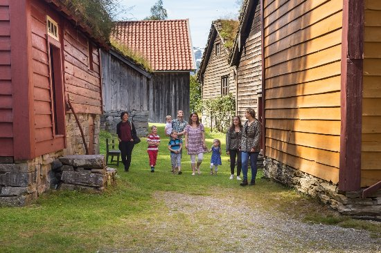 Sandane, Norveç: Guided tour in our open air-museum. Photo: Nordfjord Folkemuseum, Espen Mills.