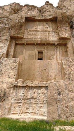Naqsh-e-Rostam: tombeau de Darius le Grand et 2 bas reliefs