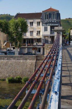 Hotel les 2 Coteaux vanaf de hangbrug