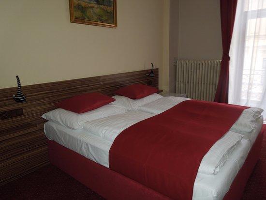 Letto matrimoniale con due materassi attaccati - Picture of Hotel ...
