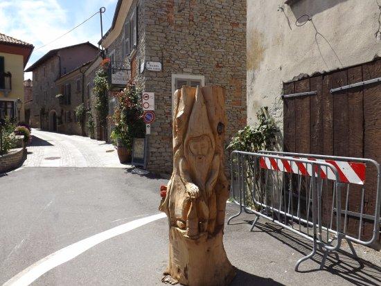 Bossolasco, Italia: Scultura