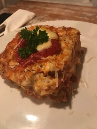 Cafe Marzano: Lasagna classic: homemade lasagna, with Bolognese sauce and béchamel cream