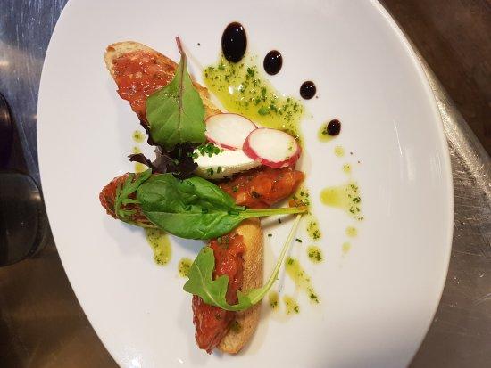 L'Instant fraicheur : Tartare de tomates et pistou. .