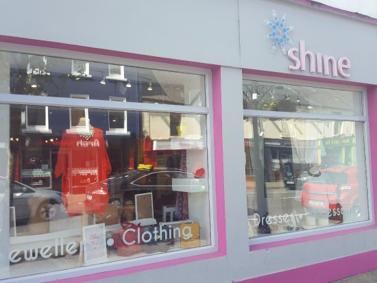 Claremorris, Ierland: Shine Boutique, Accessories, Dresses, Tops, Handbags, Scarves