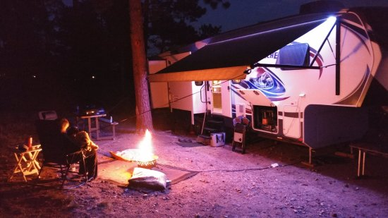 Elk Meadow Lodge & RV Resort : Sitting at the (Gas) Fire in Camp