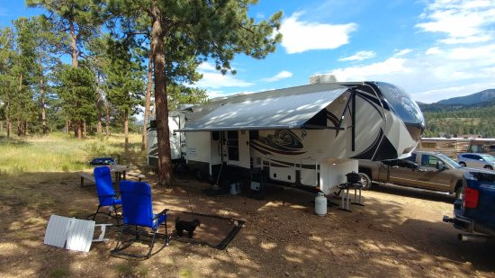 Elk Meadow Lodge & RV Resort : Sunny Day in Camp
