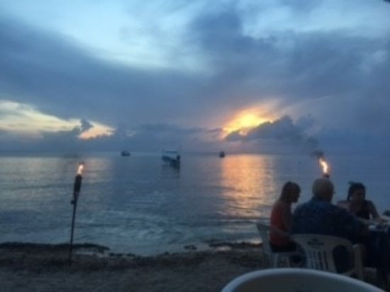 Alberto's Beach Bar & Restaurant: Dinner July 25, 2017 at Albertos on the beach.
