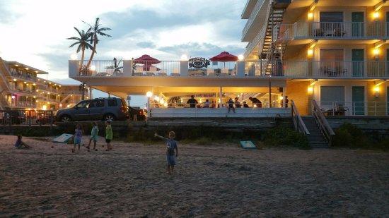 Paradise Oceanfront Resort: Summer nights