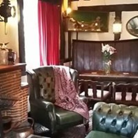 Madley, UK: the lounge at the red lion - open for food lunch and dinner