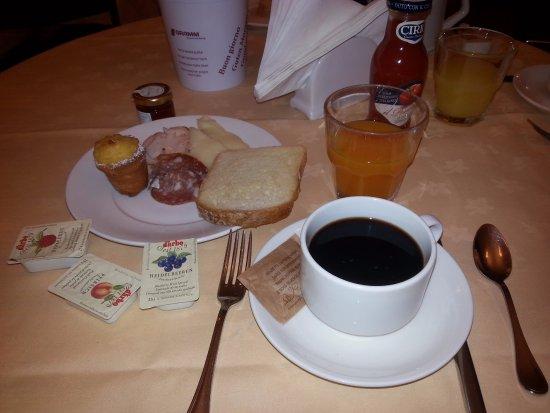 Hotel La Luna: Легкий завтрак