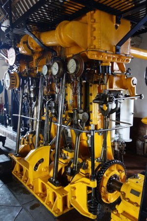 Straffan, Ierland: Ship's engine - and it works!!