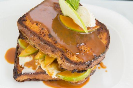 Glen Mills, Pensilvania: Caramel Apple Stuffed French Toast