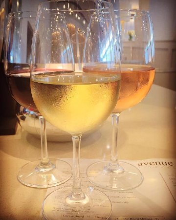 Glen Mills, Pensilvania: Great selection of wines by the glass and by the bottle
