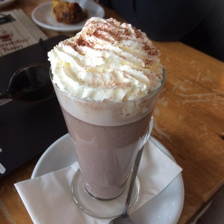 Rumblin Tum: hot chocolat with wipped cream