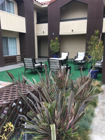 Holiday Inn Express San Diego Airport - Old Town: Garden area