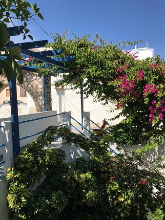 Karterádhos, Grecia: Front entrance area