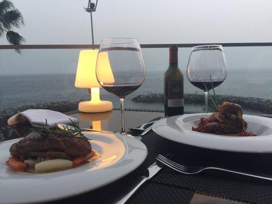 Estreito da Calheta, Portugal: Boa comida e bom vinho!!