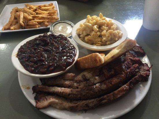 写真The Wicked Pig BBQ, Bar & Grill枚