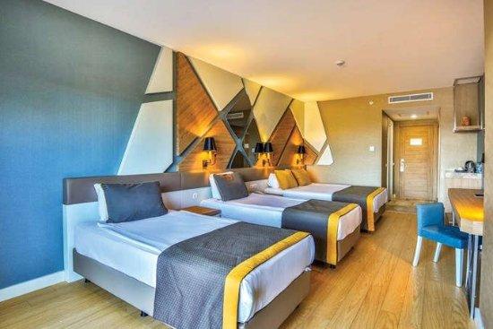 Average Hotel - HUGE LET DOWN !!