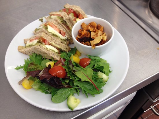 Helmsdale, UK: Pesto, Mozzarella and Tomato Sandwich