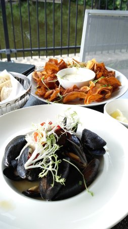 Alton, แคนาดา: Mussels and Sweet Potato Chips