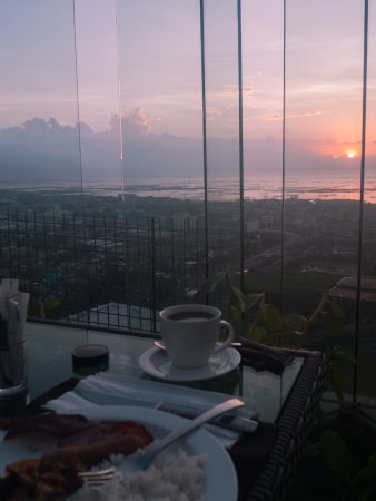 Vivere Hotel: Sunrise breakfast at The Nest