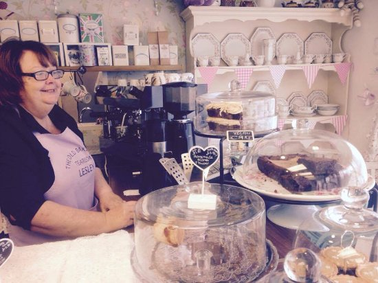 Ruddington, UK: Lesley served me a very generous slice of vegan cake