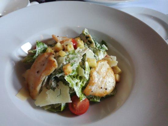 "Romeo's Restaurant: Салат ""Цезарь"" с курицей"