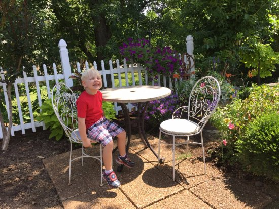 Mountain Aire Motor Inn: Gorgeous Garden
