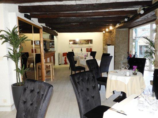 Restaurant la fleur de sel, domaine Mezeyrac Laguiole: salle