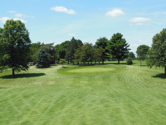 Galesburg, IL: #10.  A reachable Par 5.
