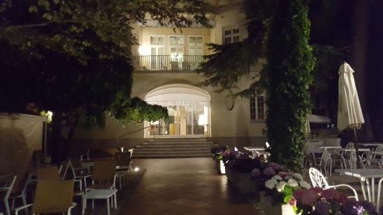 Hotel Villa Mabapa: Hotel entrance and garden