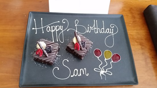 Sofitel London Gatwick: Sam's Birthday Greeting in our Room. Very Nice!!