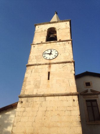 Campo Di Giove, Italia: Il campanile e l'ingresso XVI secolo