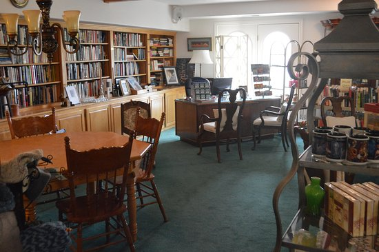 Novel House Inn at Zion: Library - to spend a rainy day!