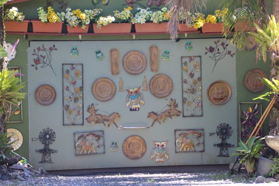 Eungella, Avustralya: Decorated garage door